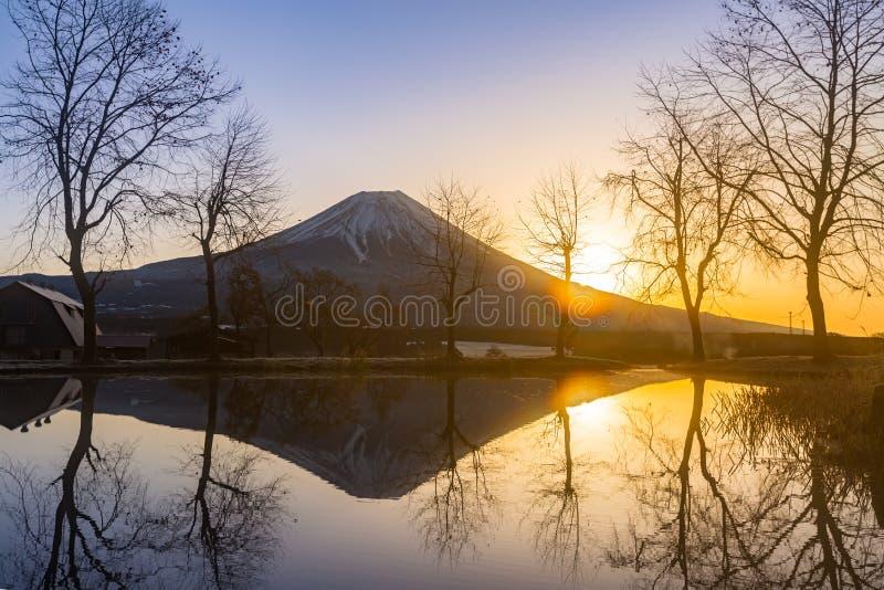 Zet Fuji-zonsopgang op royalty-vrije stock afbeelding