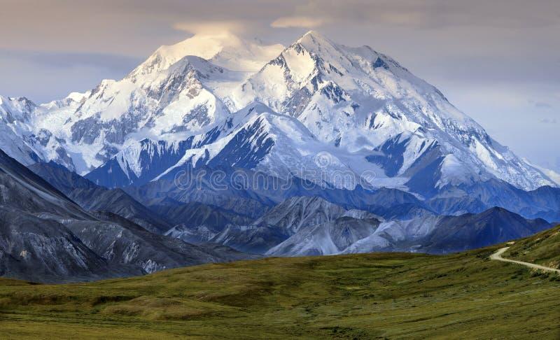 Zet het Nationale Park van McKinley - van Denali op - Alaska stock fotografie