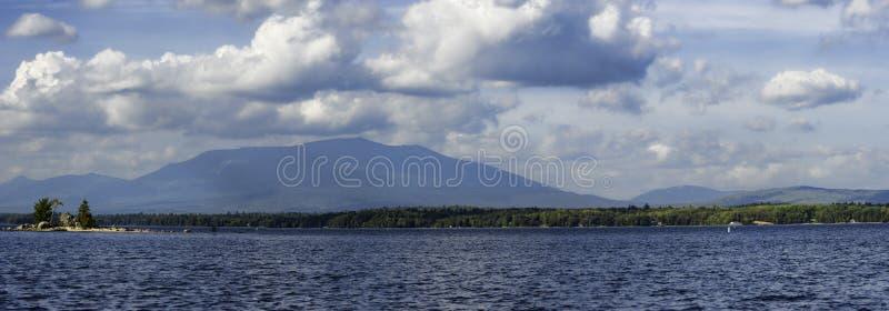 Zet Katahdin Maine Landscape View van Ambajesus-Meer op royalty-vrije stock foto's