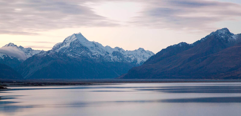 Zet kokZonsondergang Nieuw Zeeland op royalty-vrije stock fotografie