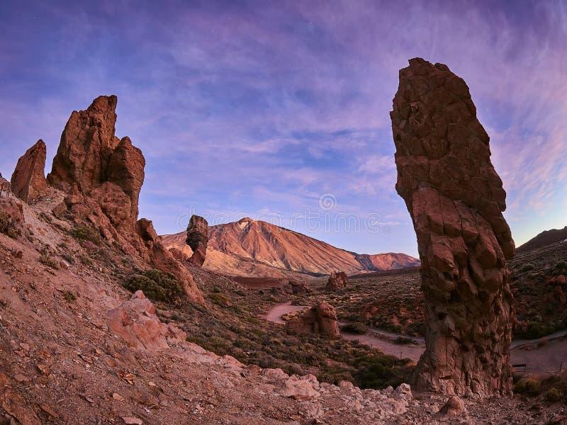 Zet Teide op Tenerife op Mooi landschap in het nationale park op Tenerife met de beroemde rots, Cinchado, Los Roques DE Garcia royalty-vrije stock afbeelding