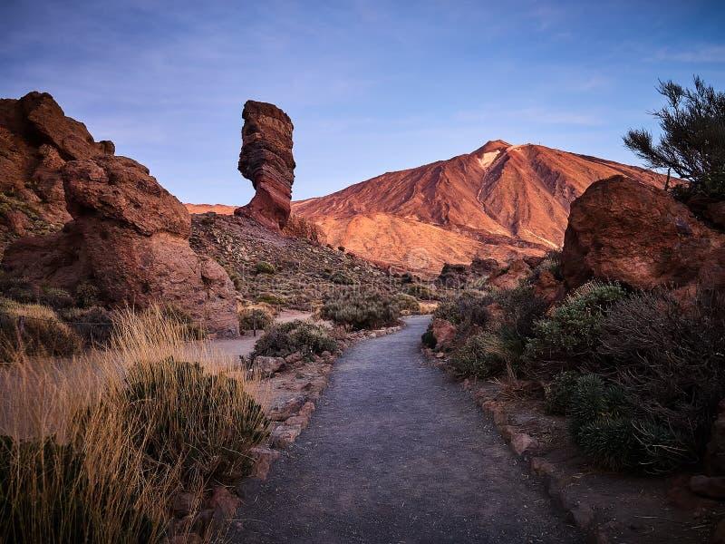 Zet Teide op Tenerife op Mooi landschap in het nationale park op Tenerife met de beroemde rots, Cinchado, Los Roques DE Garcia royalty-vrije stock afbeeldingen