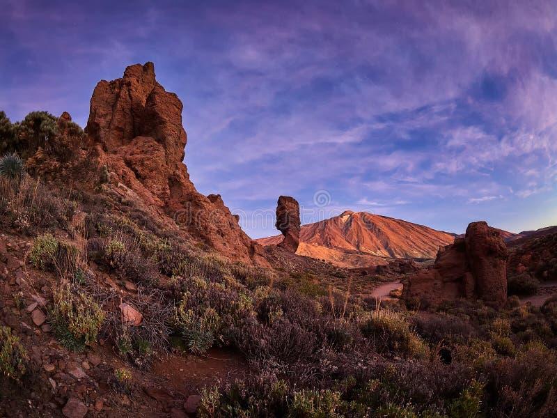 Zet Teide op Tenerife op Mooi landschap in het nationale park op Tenerife met de beroemde rots, Cinchado, Los Roques DE Garcia stock foto