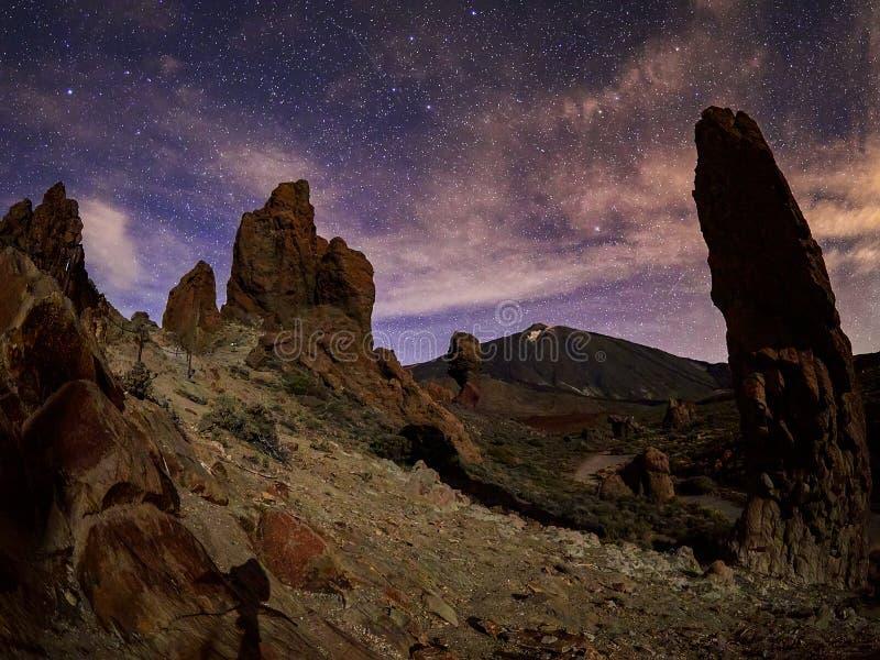Zet Teide op Tenerife op Mooi landschap in het nationale park op Tenerife met de beroemde rots, Cinchado, Los Roques DE Garcia stock afbeelding