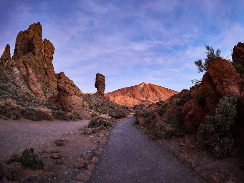 Zet Teide op Tenerife op Mooi landschap in het nationale park op Tenerife met de beroemde rots, Cinchado, Los Roques DE Garcia royalty-vrije stock foto