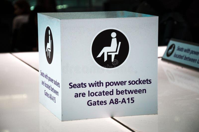 Zetels met machtscontactdozen stock afbeeldingen