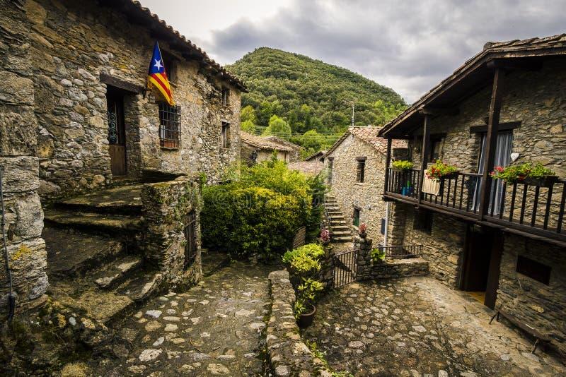 Zeugen Sie mittelalterliches Dorf lizenzfreie stockbilder
