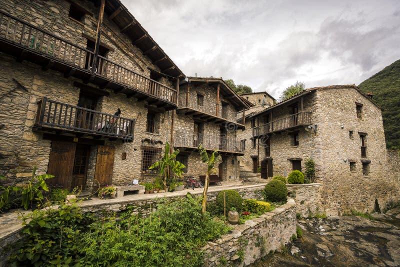 Zeugen Sie mittelalterliches Dorf lizenzfreie stockfotografie