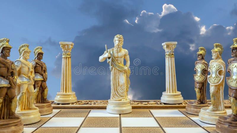 Zeus Chess Piece und Soldaten stockbild