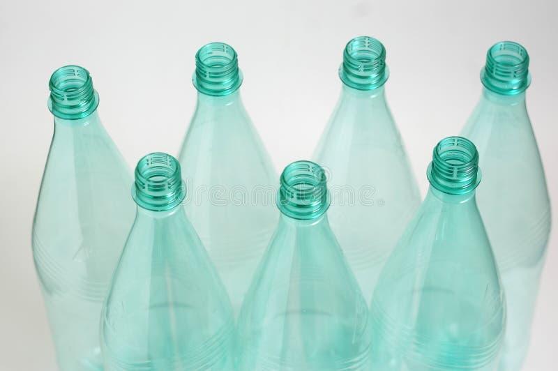 Zeven plastic flessen royalty-vrije stock fotografie