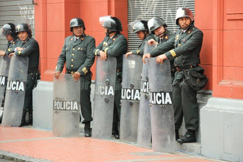 Zeven politieagenten in de straat royalty-vrije stock afbeeldingen