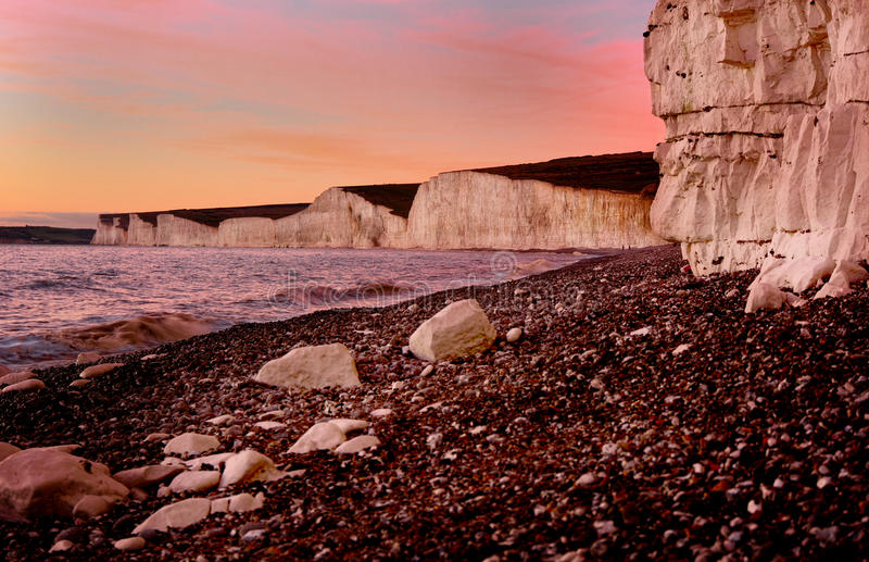 Zeven Zustersklippen bij Schemer. Eastbourne het UK royalty-vrije stock foto