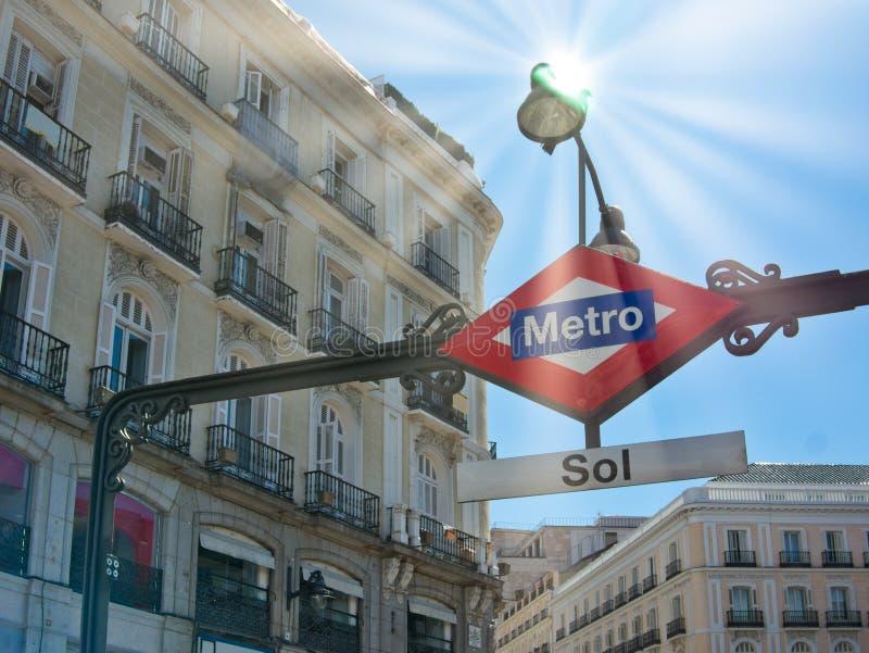 Zewnętrznego widoku metra zolu stacja podpisuje wewnątrz Madryt Hiszpania fotografia stock