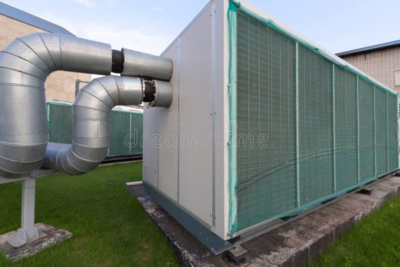 Zewnętrznie władza przemysłowy chłodniczy system. fotografia stock