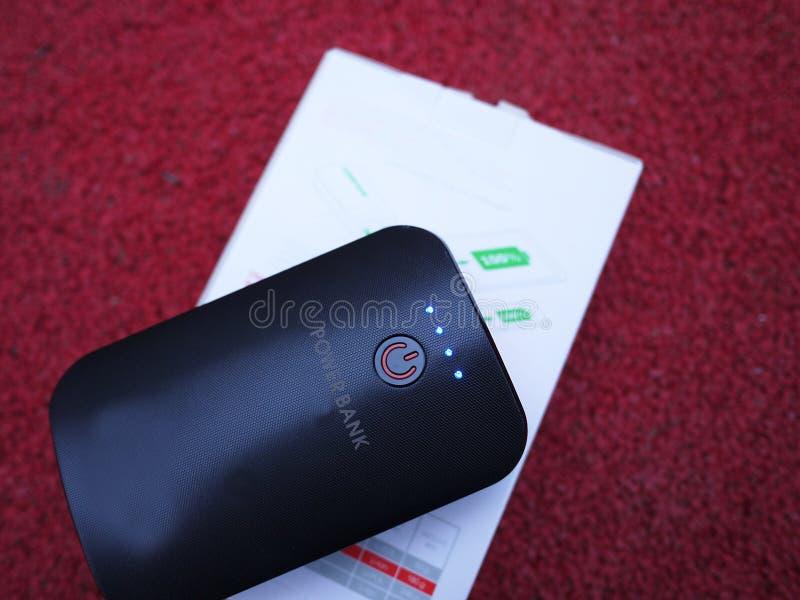 Zewnętrznie władzy bank dla ładuje smartphones i innych przyrządów Słuzyć podładowywać baterię zdjęcia stock