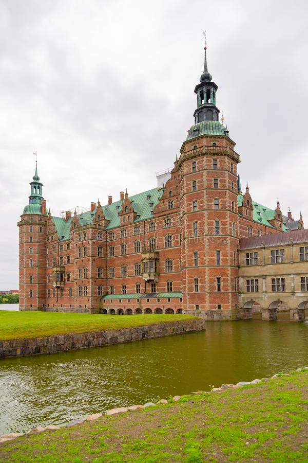 Zewnętrznie widoku Frederiksborg kasztel, Dani zdjęcie royalty free