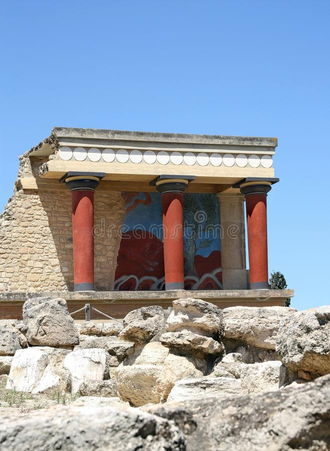 Zewnętrzny fresk byk i klasyczna Minoan kolumna, Knossos, Crete wyspa, Grecja fotografia stock