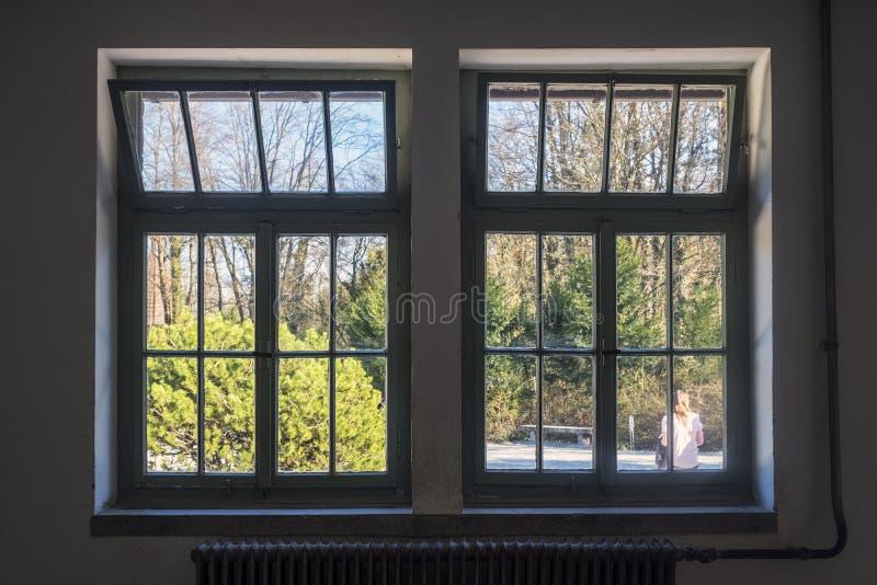 Zewnętrzny okno crematorium budynek komora gazowa d i zdjęcie stock
