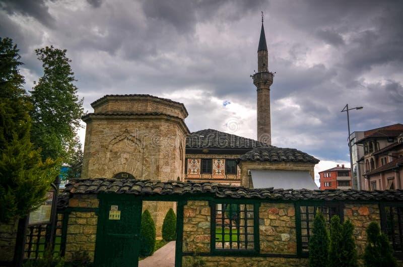 Zewnętrzny widok Łaciasty Meczetowy Alaca Cami Kalkandelen Tetovo, Północny Macedonia obraz royalty free