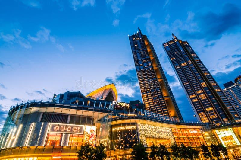 Zewnętrzny widok Iconsiam przy rzeki stroną IKONA SIAM jest nowym punktem zwrotnym Bangkok i centrum handlowym przy zmierzchem zdjęcie stock