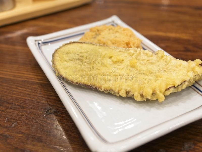 Zgłębiam smażył japońskiego batata, gruli i wieprzowiny croquette zdjęcia stock