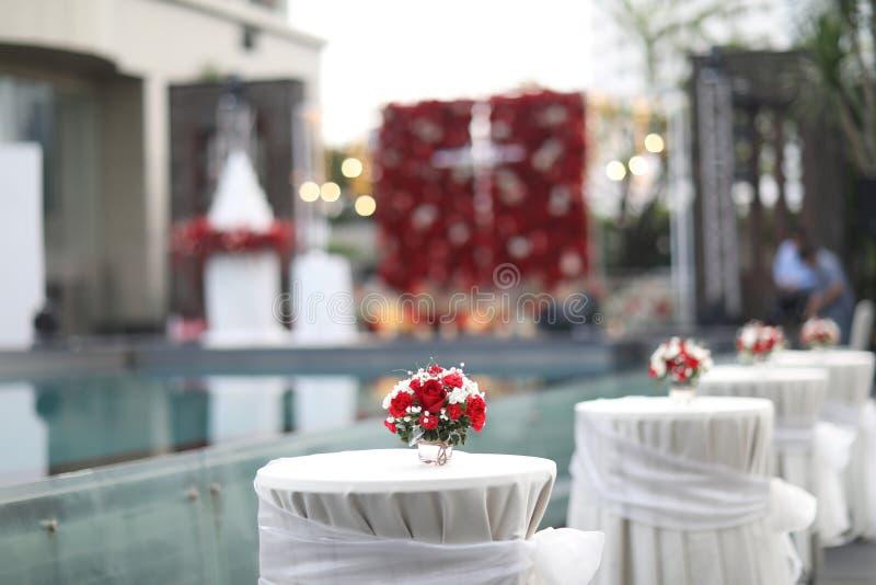 Zgłasza set dla poślubiać lub innego catered wydarzenie gościa restauracji, luksusowy ślubu stołu położenie dla grzywny łomota pr zdjęcie stock