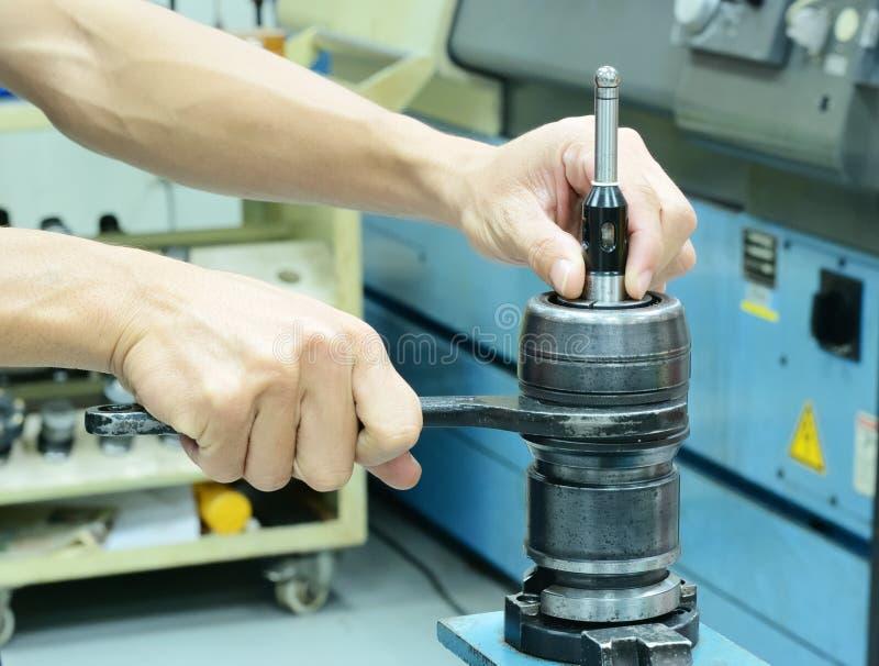 Download Zgromadzenie Zero Ustalony Pomiarowy Narzędzie Zdjęcie Stock - Obraz złożonej z żelazo, roboty: 28950882