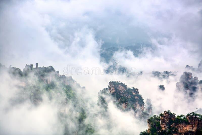 Zhangjiajie nationaal park Beroemde toeristische attractie in Wulingyuan, Hunan, China Verbazend natuurlijk landschap met steenpi stock foto