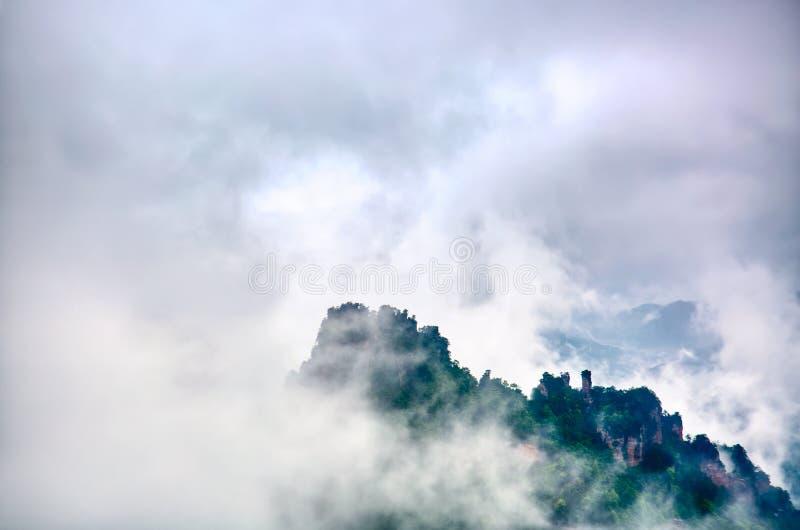 Zhangjiajie nationaal park Beroemde toeristische attractie in Wulingyuan, Hunan, China Verbazend natuurlijk landschap met steenpi stock foto's