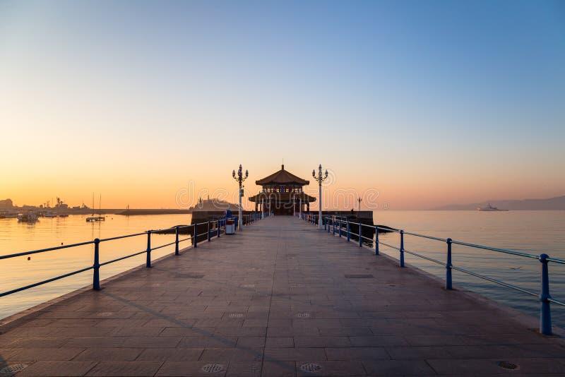 Zhanqiaopijler bij zonsopgang, Qingdao, Shandong, China stock foto