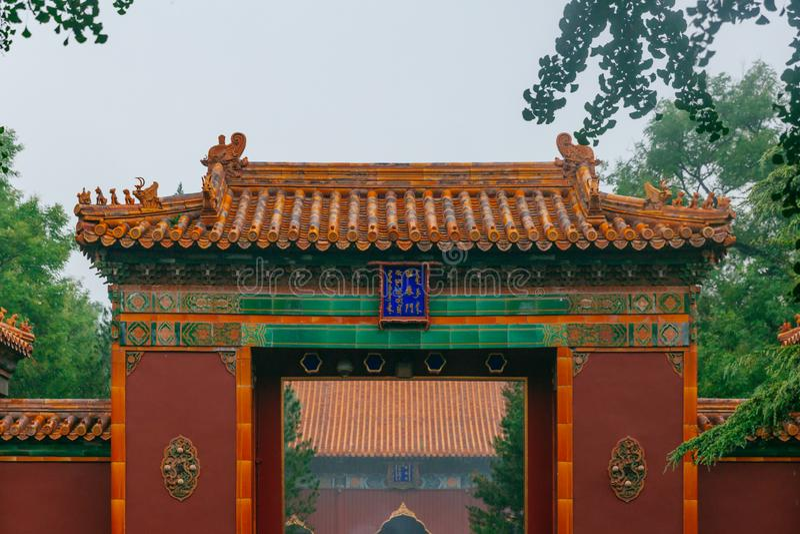 Zhaotai port av den Yonghe templet, en tibetan buddistisk kloster, i Peking, Kina arkivbilder