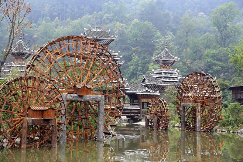 Zhaoxing - en ursnygg Dong by i guizhou, porslin royaltyfria bilder