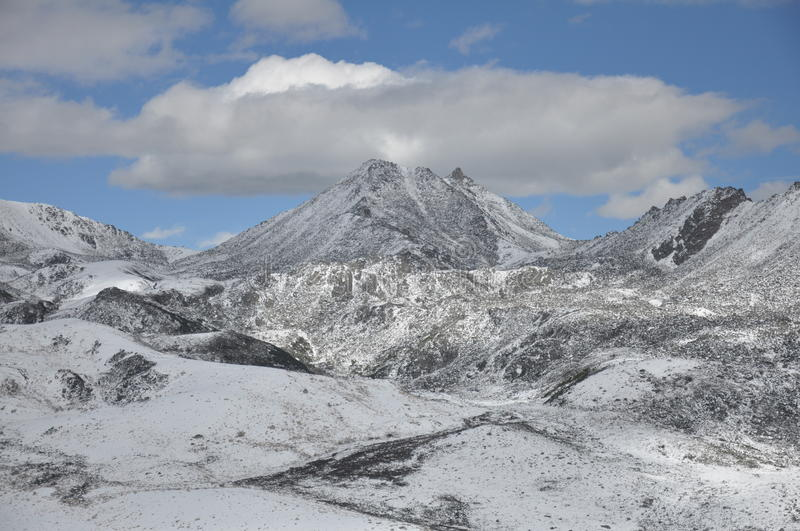 Download Zhe-duo snow mountain stock photo. Image of sichuan, winter - 26652410