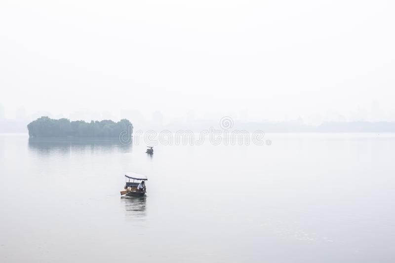 Zhejiang Chiny, Maj, - 20, 2019: Widok zachodni jezioro w ranku, dokąd jest słodkowodny jezioro w Hangzhou zdjęcie stock