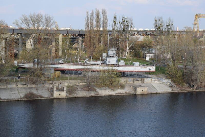 ` Zheleznyakov ` монитора памятника корабля стоковые фотографии rf