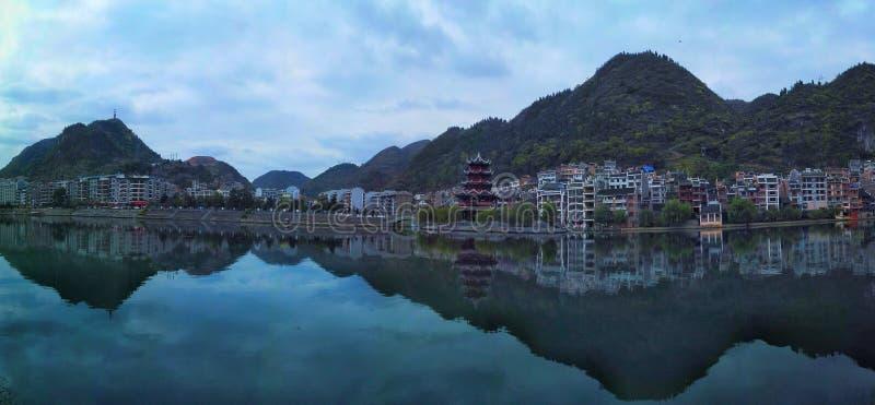 Zhenyuan, vecchia città cinese panoramica immagini stock