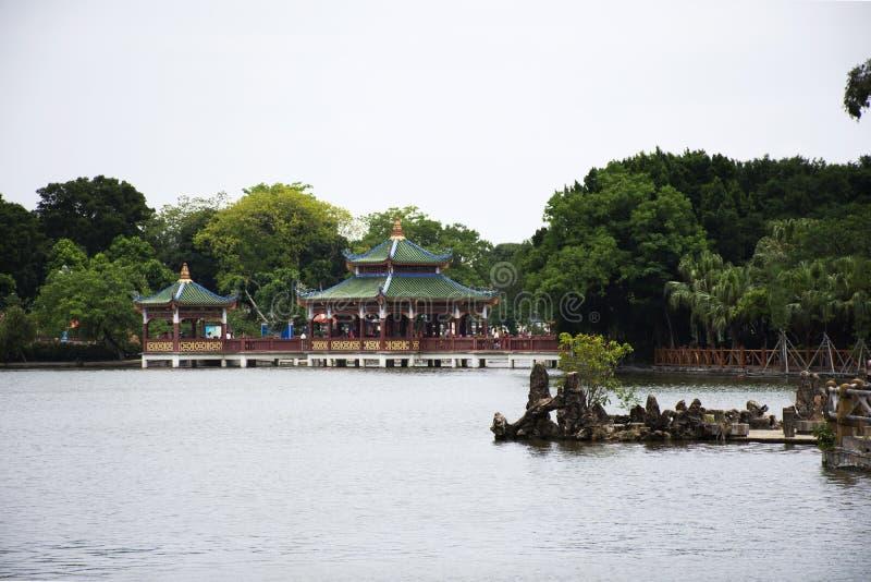 Zhongshan allm?nhet parkerar f?r kinesiskt folk, och handelsresandebes?ket kopplar av p? den Shantou staden eller den Swatow stad arkivbilder