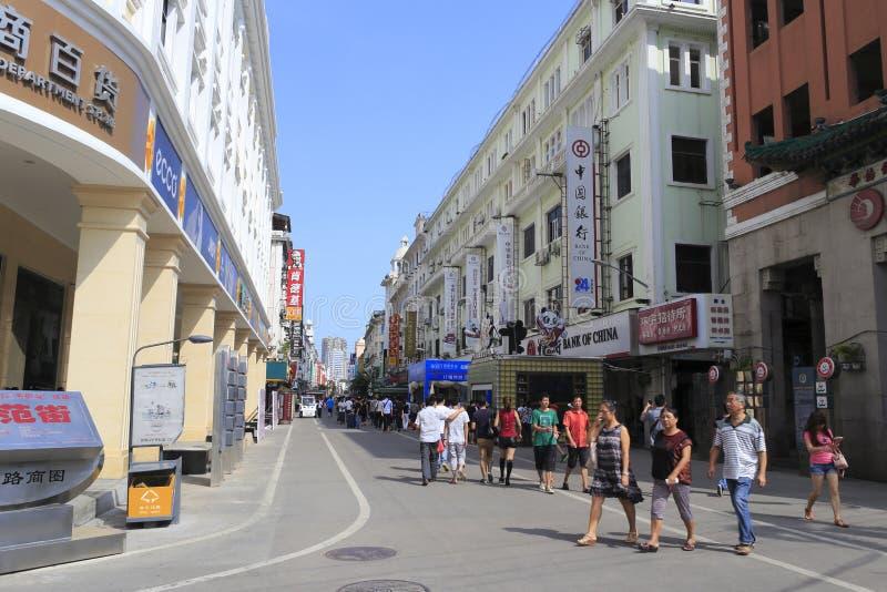 Zhongshanlu som går den kommersiella gatan royaltyfri bild