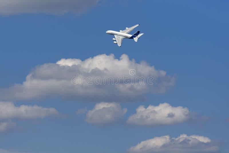 Zhukovsky,俄罗斯8月19日:�380在c上的示范飞行 免版税库存照片