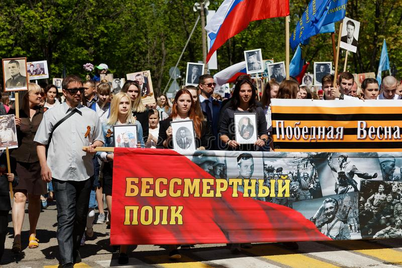 ZHUKOVSKY, RÚSSIA - 9 de maio de 2018 O regimento imortal A celebração do 9 de maio foto de stock