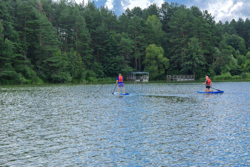 Zhytomyr, Украина - 16-ое июля 2018 Спортсмены проводят тренировку дальше стоковое изображение