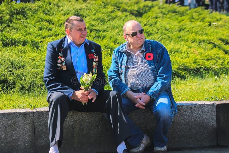 Zhytomyr, UCRÂNIA - 9 de maio de 2017: Celebração da vitória na segunda guerra mundial no monumento da vitória foto de stock