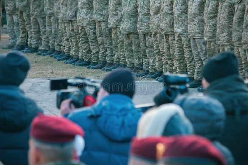 Zhytomyr, Ucrânia - 21 de novembro de 2018: O presidente Poroshenko visitou o centro de aprendizado de tropas transportadas por v imagens de stock royalty free