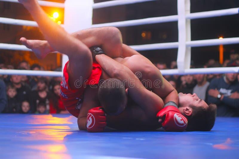 Zhytomyr, Ucrania - 2 de septiembre de 2016: Los boxeadores engancharon a la acción durante el torneo de eliminación del boxeo imágenes de archivo libres de regalías