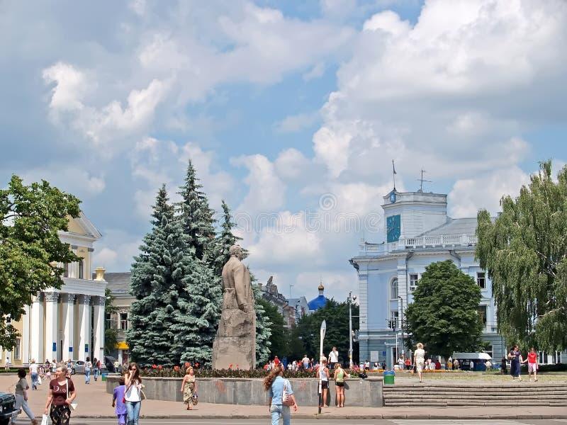 ZHYTOMYR UKRAINA Sikt av stadshuset och den Koroleva fyrkanten royaltyfria foton