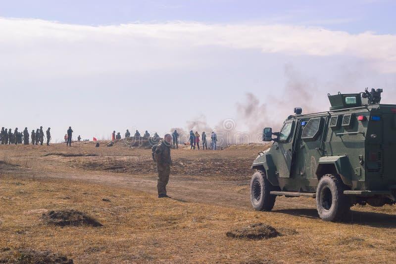 Zhytomyr, Ukraine - 5. März 2015: Front Line Militär greift auf Schlachtfeld vom Hinterhalt an stockfoto
