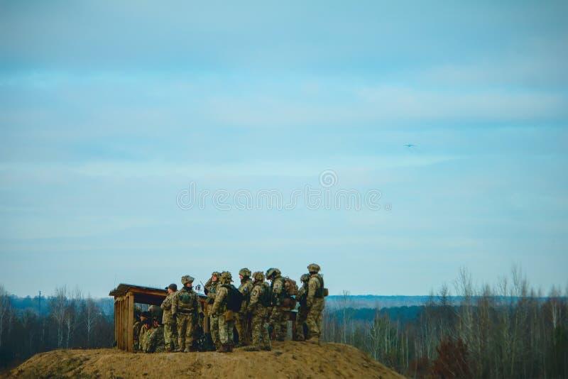 Zhytomyr, Ukraine - 21 novembre 2018 : Observation militaire pour des exercices tactiques images libres de droits