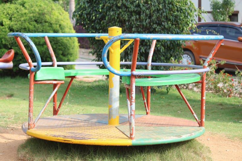 Zie zaag het roteren children& x27; s het kleurrijke materiaal van de speltuin stock foto