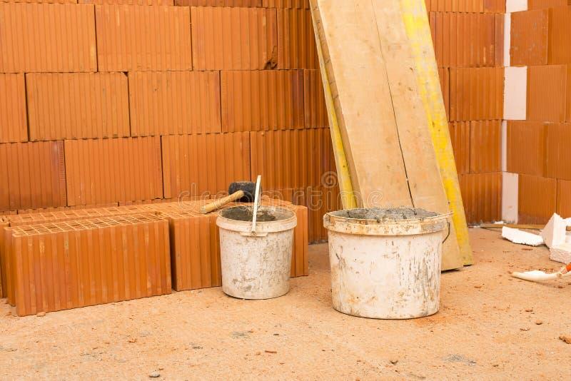 Download Ziegelstein Durch Ziegelstein, Bauen Ein Haus Auf Ihren Selbst  Errichten Eines Hauses Hou Stockbild