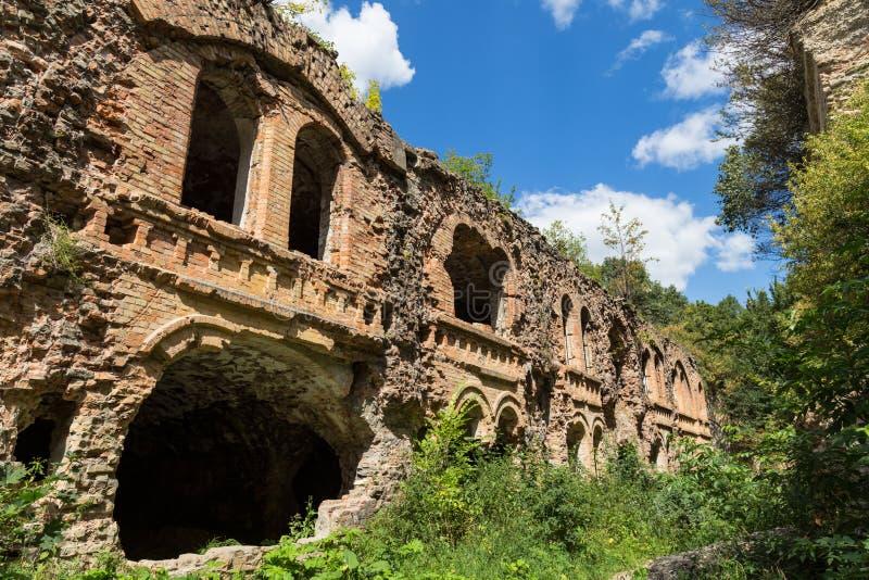 Ziegelstein zerstörte Wand Ruinen des Forts Tarakanovskiy Dubno Ukrain lizenzfreie stockfotografie